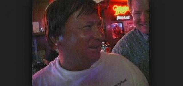 Виктор стал выпивать, в результате чего потерял последнюю работу авиамеханика в маленьком гараже, на которую с трудом устроился.