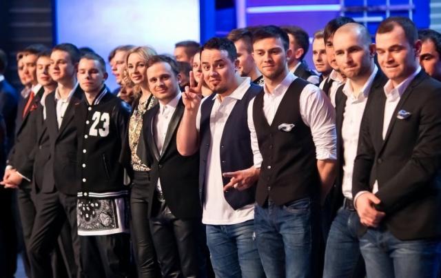 При этом соответствующий контракт на 5,5 миллионов рублей был заключен за два с половиной месяца до того, как команда туда пробилась.