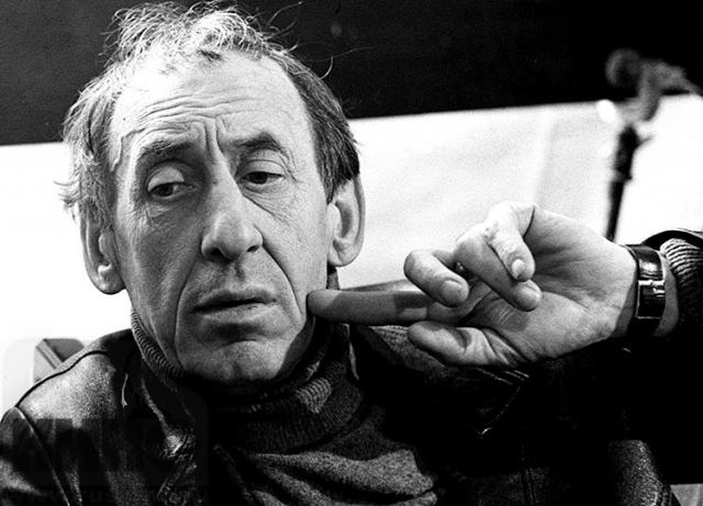 После первого инсульта в 1983 году у Владимира Басова парализовало левую сторону. Для поддержания материального положения ему дали ставку режиссёра-консультанта. Скончался утром 17 сентября 1987 года от второго инсульта.
