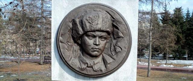 В декабре 1942 года партизанский отряд, в котором находился Голиков, был окружен немцами. Леня погиб в бою с карательным отрядом фашистов 24 января 1943 года у деревни Острая Лука, Дедовичского района Псковской области, не дожив до 17 лет. Похоронен он там же.