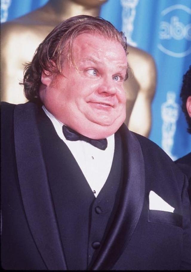 Крис Фарли. Актер начал сниматься в 1990 году, быстро став одним из самых популярных комедийных персонажей.