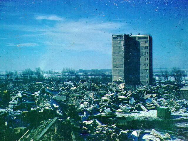 В результате землетрясения до основания был разрушен город Спитак и 58 сел; частично разрушены города Ленинакан, Степанаван, Кировакан и ещё более 300 населенных пунктов. По официальным данным, 19 тысяч стали инвалидами, погибли по меньшей мере 25 тысяч человек (по другим данным до 150 тысяч), 514 тысяч человек остались без крова.