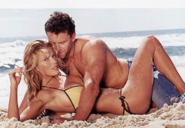 Чешский хоккеист Петр Недвед с девушкой пожелавшей остаться неизвестной, предположительно моделью.