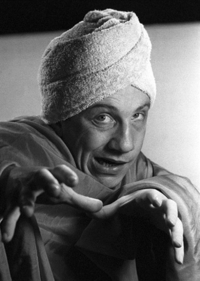 У женщин знаменитый актер особой популярностью не пользовался. Крамаров был уверен: прекрасному полу не нравится его внешность.