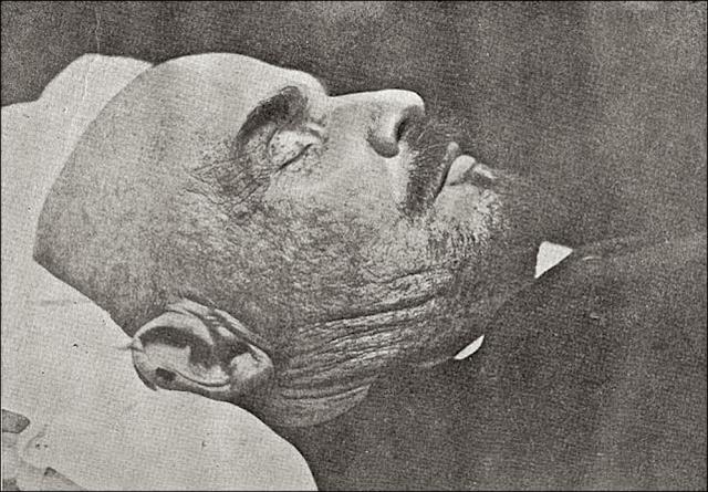 У вождя - уникальный мозг. Вскоре после смерти Ленина на этот вопрос пытались найти ответ партийные вожди. Для этого в Москве организовали Институт мозга, куда свозили препараты мозга многих выдающихся политиков, общественных деятелей и ученых.