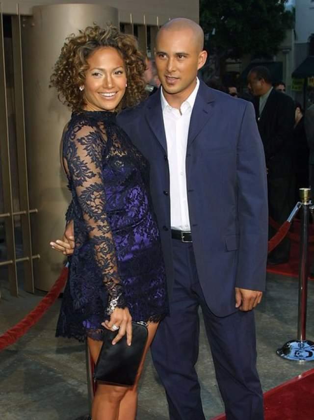 Дженнифер Лопес и Крис Джадд. Певица и актриса вышла замуж за возлюбленного в 2001 году, но долгой и счастливой жизни не получилось.
