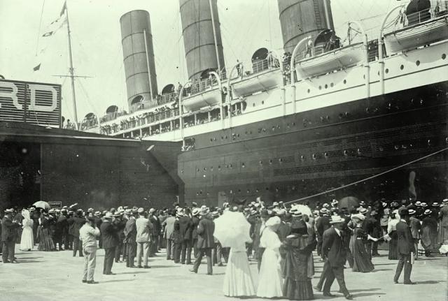 На пассажирской палубе собрались сливки общества. Не каждый мог позволить себе купить билет I класса - цена равнялась 60000 долларов по нынешним ценам.