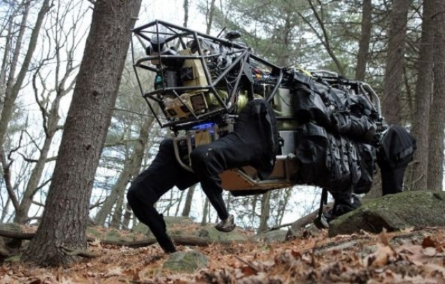 7. LS3. Робот-собака создан США в 1958 году, в ответ после запуска первого искусственного спутника СССР. С тех пор LS3 стал инициатором множества перспективных проектов.