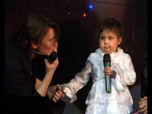 Однажды она узнала историю маленькой девочки Сони Пятницы, которая с четырех лет лечилась от лейкоза и могла уснуть лишь под песни Арбениной. Мог ли ребенок из Пскова представить, что однажды споет в дуэте с кумиром?