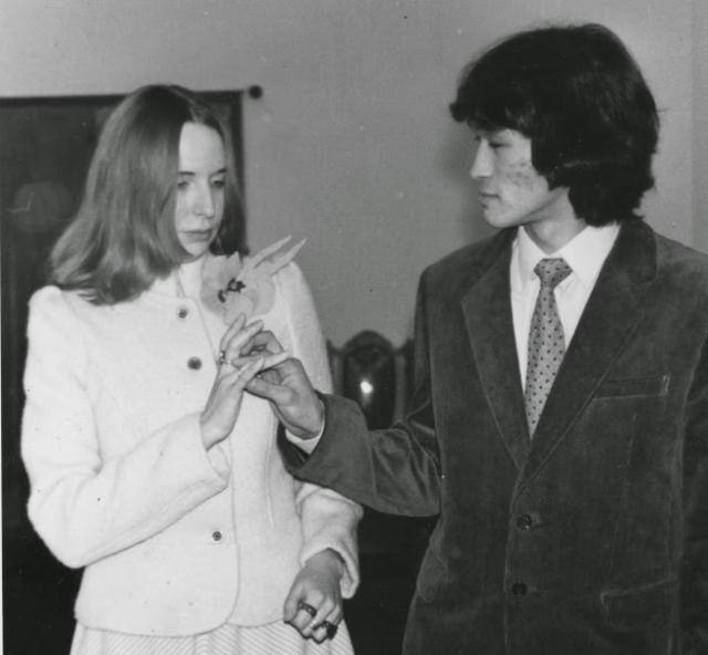 В феврале 1984 года Виктор женился на Марьяне. На свадьбу были приглашены легенды Ленинградского рок-клуба – Гребенщиков, Титов, Гурьянов, Каспарян, Майк и другие.