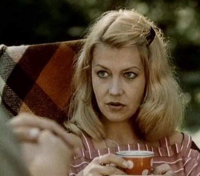 """Лилита Озолиня Слава пришла к Лилите после съемок в сериале """"Долгая дорога в дюнах"""". Как и ее коллега Юозас Киселюс, актриса проснулась после выхода этого фильма знаменитой. Фото: кадр из фильма """"Двойной капкан"""""""