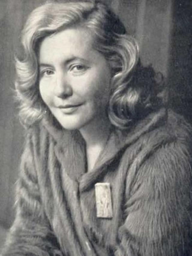 Юлия Друнина. Советская поэтесса, прошедшая войну трагически ушла из жизни, покончив с собой 21 ноября 1991 года.