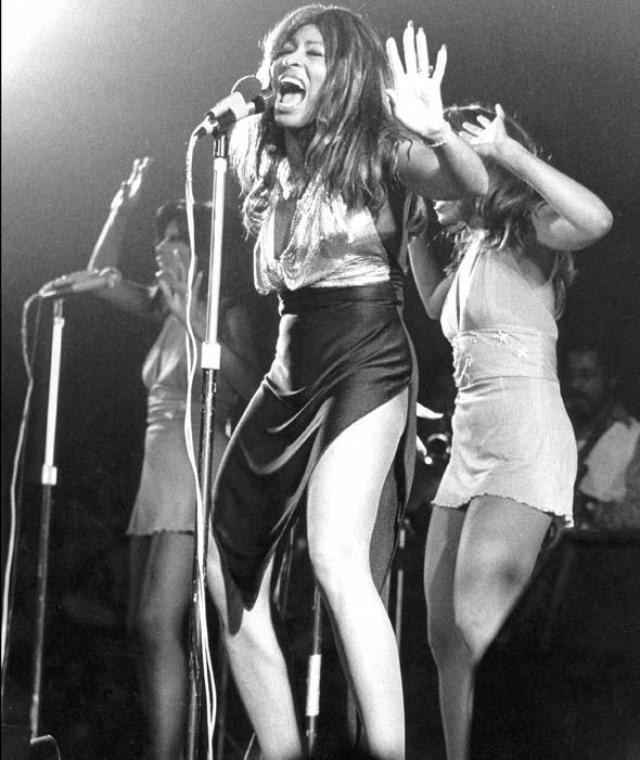 После этого два десятилетия Тина с успехом выступала и писала популярные хиты, после чего в ее карьере возник спад.