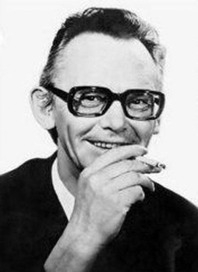 """В 1965 году в прокат вышла комедия """"Операция """"Ы"""" и другие приключения Шурика"""". Цензоры-идеологи не давали разрешения на старт съемок, пока главный герой носит имя Владика. В итоге Гайдай согласился переименовать студента, назвав его Шуриком."""