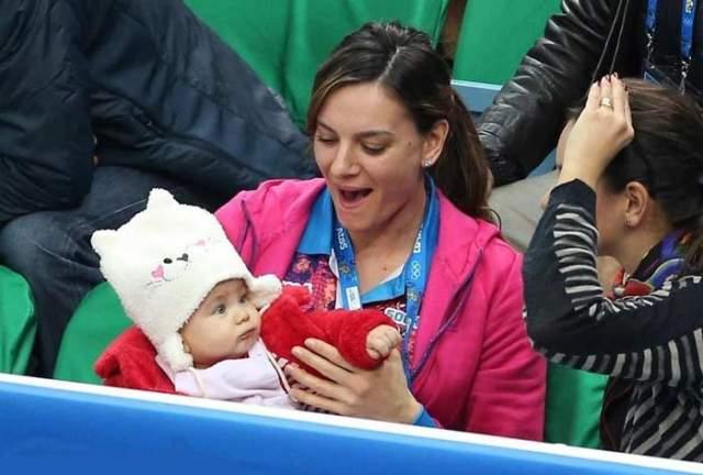 14 февраля 2018 года Исинбаева родила второго ребенка - мальчика Добрыню.