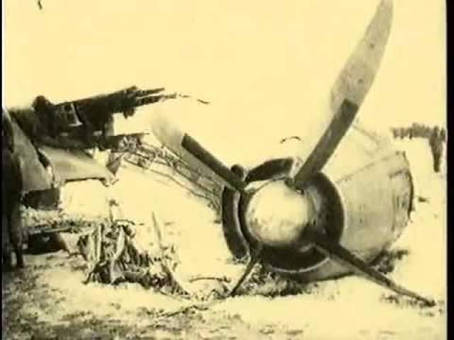 Тогда капитан Ли-2 полетел на военный аэродром Арамиль, но там была плохо оборудована взлетно-посадочная полоса. Пилот не смог справиться с маневром в условиях плохой видимости и судно врезалось в землю.