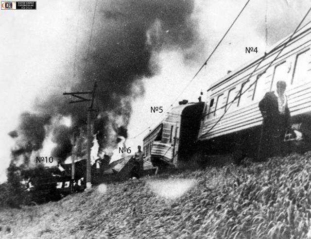 Внутри, по словам оперативников, было ядерное оружие. Они уверены, что взрыв домен был произойти, когда поезда будут проходить рядом, но состав, который вел Юрий Миканович, опоздал.