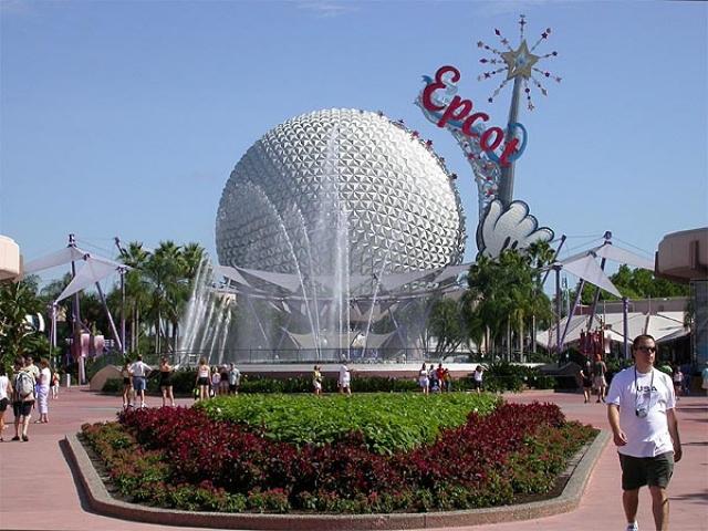 Волшебно, но… Дисней так и не успел толком взяться за строительство, а после его смерти в 1966 году компания Walt Disney решила отказаться от проекта. В итоге EPCOT стал просто одним из тематических парков «Всемирного центра отдыха Уолта Диснея».