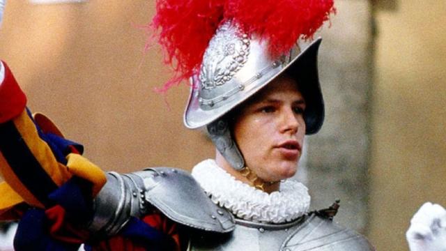Найденное оружие дало основание предположить, что Торне застрелил командира и его жену, после чего покончил с собой.