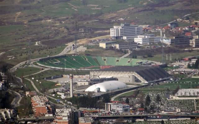 Он регулярно тренируется на лыжной трассе, проложенной в 1984 году для Олимпийских игр в Сараево.
