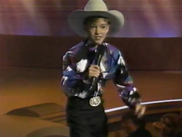 """Еще до """"Клуба Микки Мауса"""" Джастин успел засветиться на сцене телешоу """"Star Search"""", где исполнял песни в стиле кантри."""