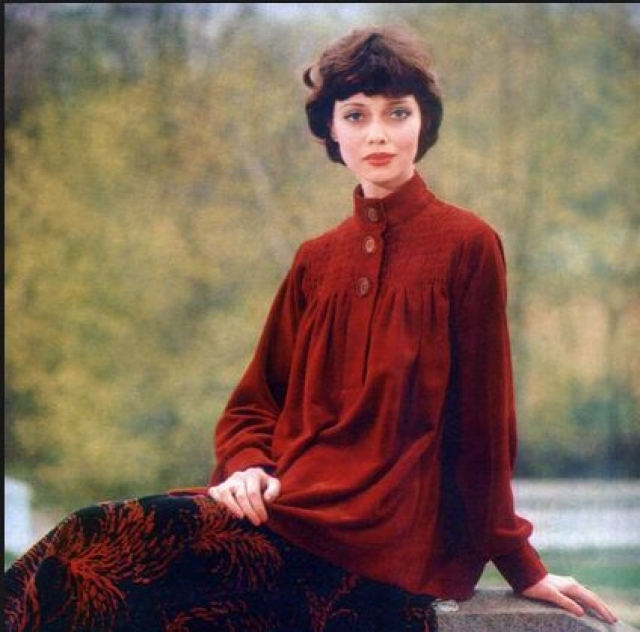 Елена работала в основном в демонстрационном зале ГУМа, снималась для советских модных журналов с выкройками и советами по вязанию.