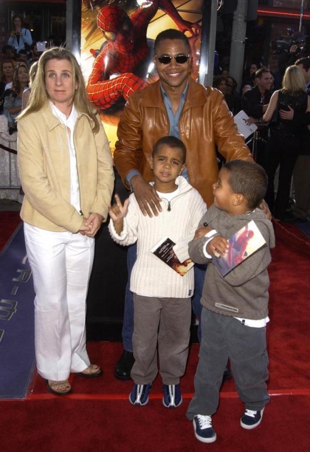 У них родилось трое детей: Спенсер, Мэйсон и Пайпер, но в 2014 году Сара подала на развод.