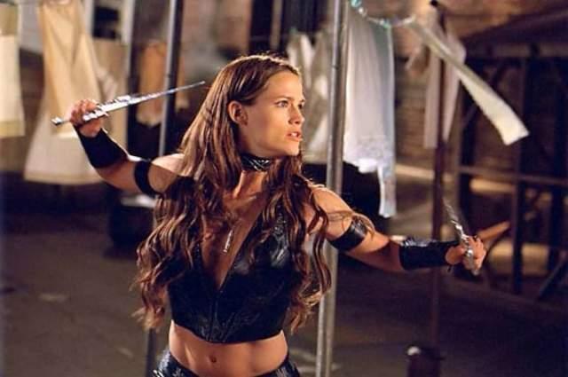 """""""Помимо всего прочего, мне пришлось освоить боевые искусства, разные виды боя с разными предметам. Я занималась этим каждый день все лето, и это помогло мне обрести уверенность"""" , - говорит актриса"""
