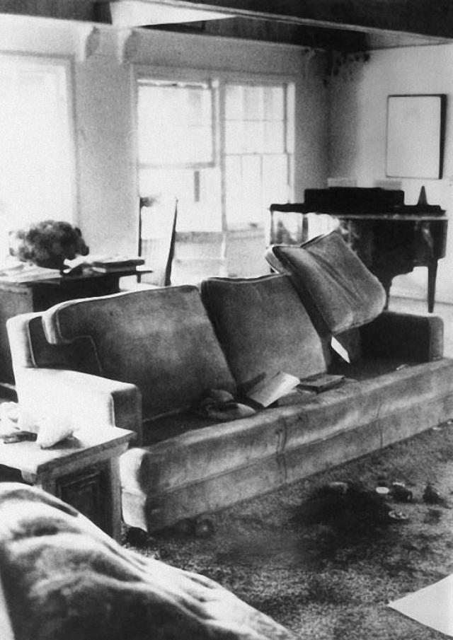 Сьюзан Аткинс, Патрисию Кренвинкель и Лесли Ван Хоутен приговорили к смертной казни за убийство семи человек в Лос-Анджелесе в ночь с 8 на 9 августа 1969 года. Среди убитых была актриса Шерон Тэйт – беременная жена режиссера Романа Полански.
