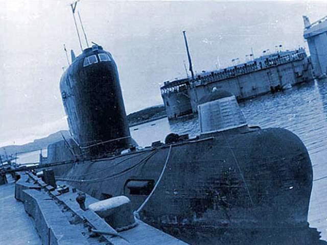 Ming lll: субмарина - призрак Дизель - электрическая подводная лодка Ming lll в 2003 году стала самой большой потерей флота Китая. Во время погружения дизель по неизвестным причинам не остановился и сжег весь кислород на борту.