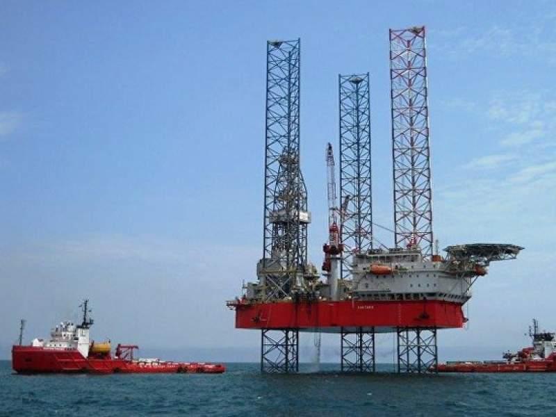 Россия и Саудовская Аравия сократят добычу нефти