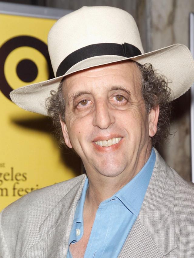 Артисту в основном предлагались роли психически больных людей, с уродствами или роли, в которых комически обыгрывались детали такой внешности. Скончался 26 декабря 2005 года, в возрасте 57 лет от рака легких.