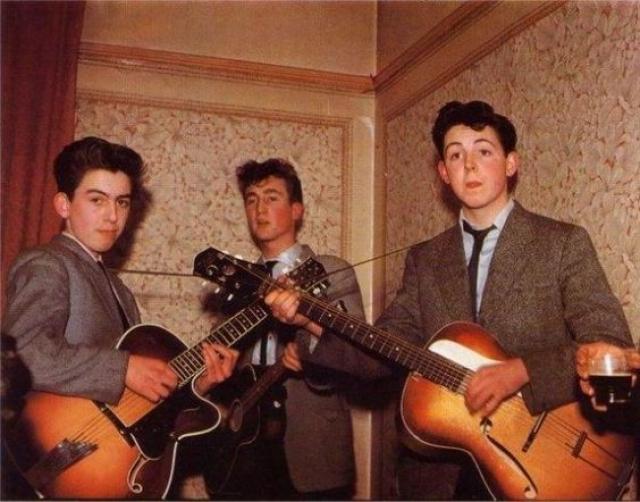 Кстати, на момент присоединения к группе Джорджу Харрисону было всего 16 лет.