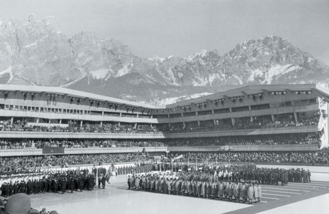Кортина д'Ампеццо-1956. В этом же году конфуз, который по праву можно считать кошмарным сном любого атлета, произошел и на открытии VII зимних Олимпийских игр в Италии.