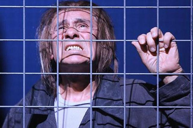 """На сцене у Гойко Митича до сих пор много работы. До недавнего времени в Мекленбургском государственном театре он играл Чифа в спектакле """"Пролетая над гнездом кукушки"""" ."""