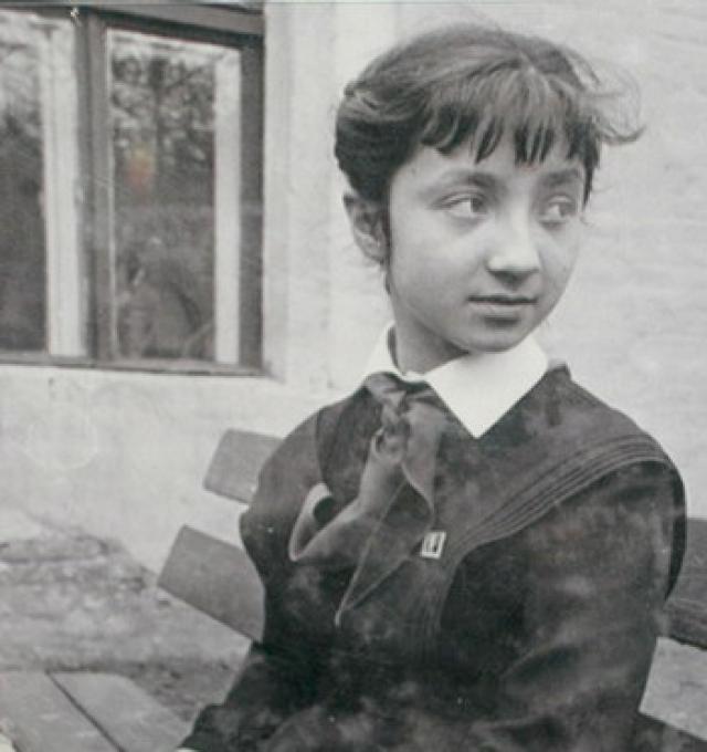 Надя Рушева - советский художник-график. Девочка начала рисовать с пяти лет, причем никто не обучал ее рисованию, также до школы ее не учили читать и писать.