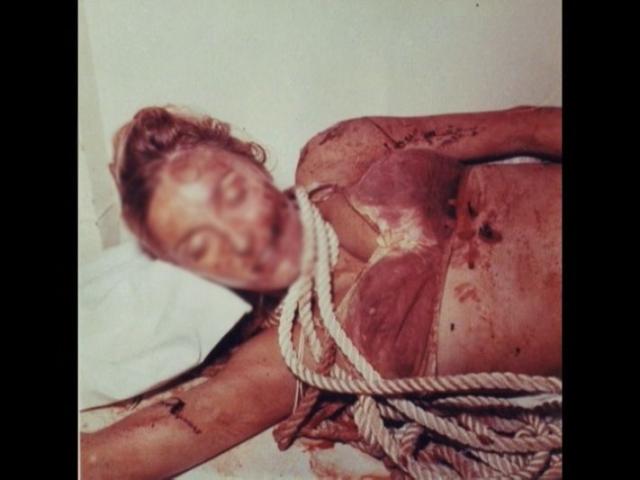 Ее шею обвивала нейлоновая веревка, переброшенная через потолочную балку. Другой конец веревки затягивал шею так же зверски искалеченного Джея Себринга.