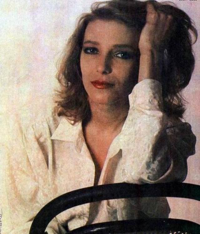 Сотрудники с ужасом узнали в едва не сгоревшей на их глазах женщине Елену Майорову - приму МХАТа и одну из главных звезд российского кино.