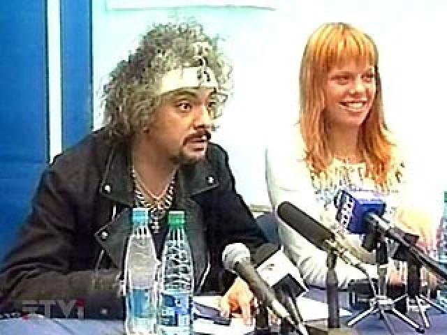 Конфликт эстрадного исполнителя с прессой сопровождался организацией массового бойкота Филиппа Киркорова со стороны прессы (певца бойкотировали также некоторые региональные концертные организации).