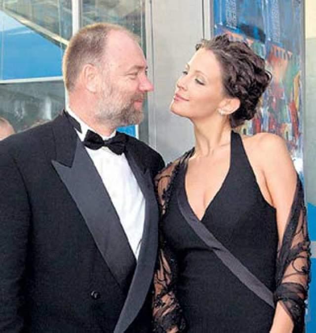 Евгения Крюкова. Третьи мужем актрисы стал бизнесмен Александр Карев, от которого она родила дочь Евдокию. Но что-то пошло не так и пара развелась.