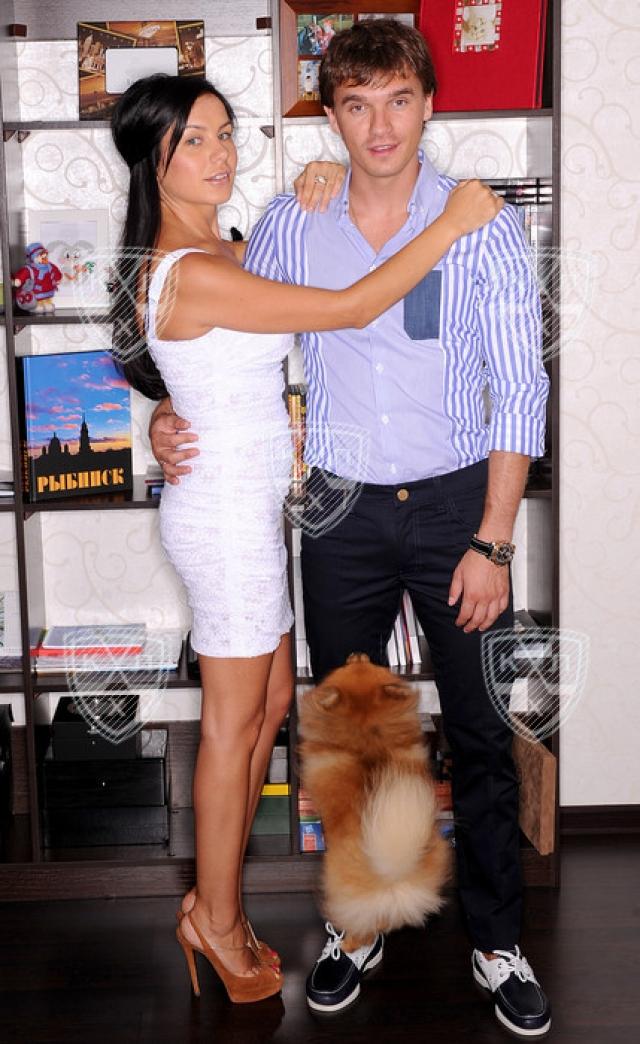 Денис Паршин и Елена Паршина. С супругой Еленой нападающий встретился в Москве, в одном из ночных клубов.