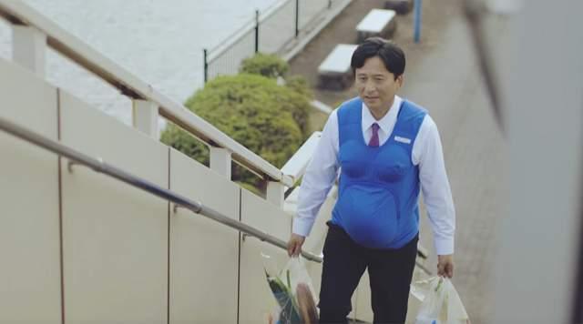 Японские губернаторы. 2016 год. Тогда они надели 7-килограммовые накладные животы, чтобы привлечь мужскую половину населения к помощи своим беременным половинкам.