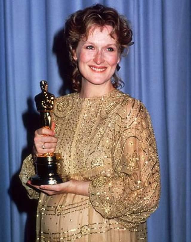 """В 1983 """"Лучшую актрису"""" получила обворожительная Мерил Стрип за фильм """"Выбор Софи"""". Она обошла таких актрис как Джули Эндрюс, Сисси Спайсек, Джессику Лэйн и Дебору Уингер. Мерил была неподдельно мила у микрофона, произнеся свою благодарственную речь."""