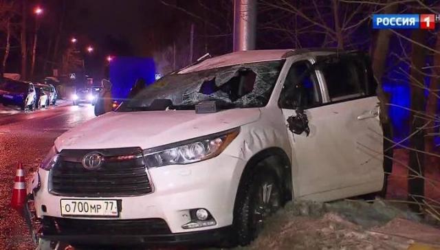 Караченцов узнал, что скончалась его теща, потому ехал с дачи, превысив скорость и не пристегнувшись ремнем безопасности. Результатом стала серьезная черепно-мозговая травма.