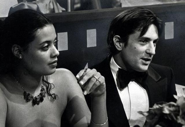 Роберт де Ниро. Особую слабость Роберт всегда питал к чернокожим дамам. Первой миссис Де Ниро стала актриса и певица Диана Эббот. Своему сыну романтично настроенные супруги дали имя Рафаэль, в честь отеля, где он был зачат.