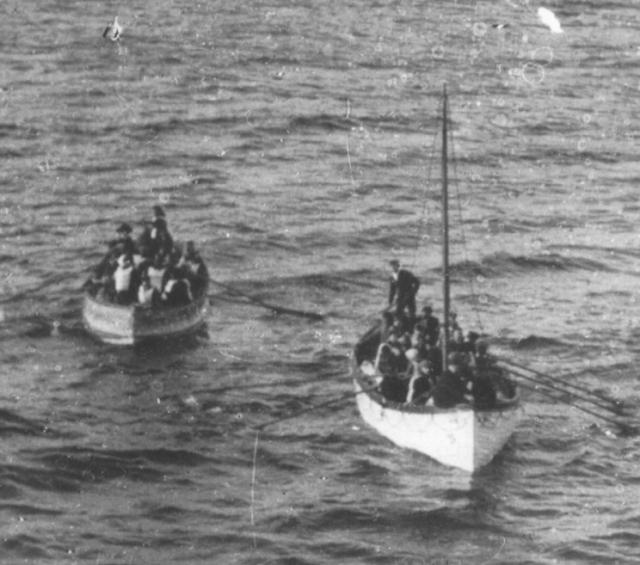 После 1:30 дифферент на нос стал быстро расти, на борту началась паника. Шлюпки на корме по правому борту были спущены переполненными. Экипаж всеми силами старался сдержать натиск толпы и пропустить в шлюпки первыми женщин и детей. Пятый помощник Гарольд Лоу был вынужден сделать три предупредительных выстрела в воздух для усмирения обезумевшей толпы.