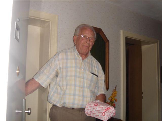 В 1952 году он сбежал из тюрьмы и уехал в Германию, где получил гражданство. 25 ноября 2010 года правительство Нидерландов выпустило европейский ордер на арест Фабера.