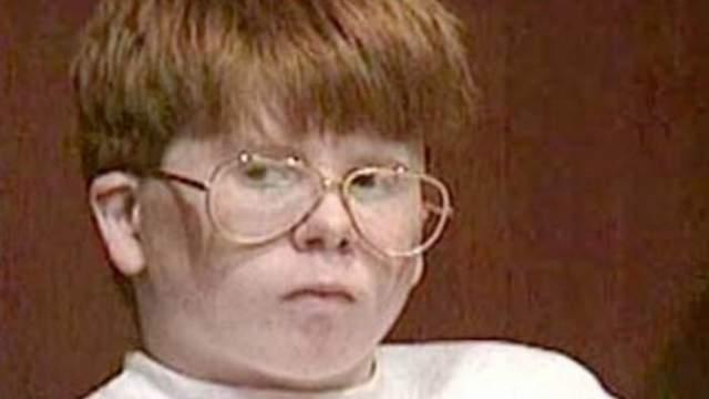 Эрик Смит. 13-летний мальчик в очках с толстыми линзами, веснушками, длинными рыжими волосами и выступающими ушами всегда был объектом насмешек, что дало о себе знать.