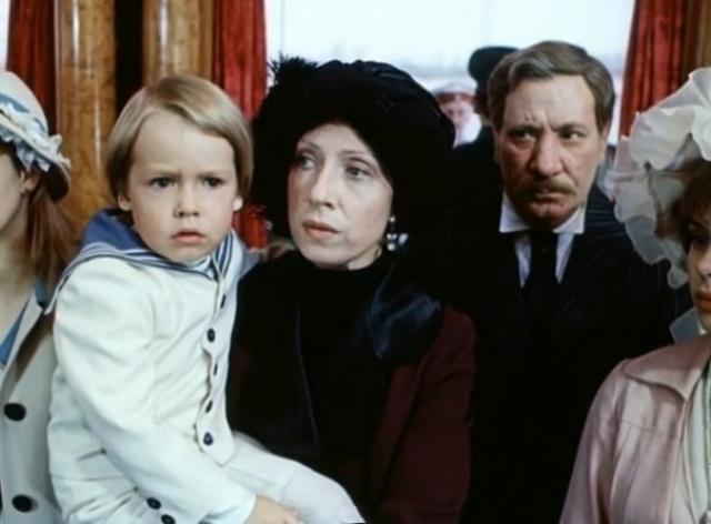 Сын Инны Чуриковой и Глеба Панфилова , Иван, первый раз в кино снимался в фильме отца, играя внука героини, которую играла его мама.