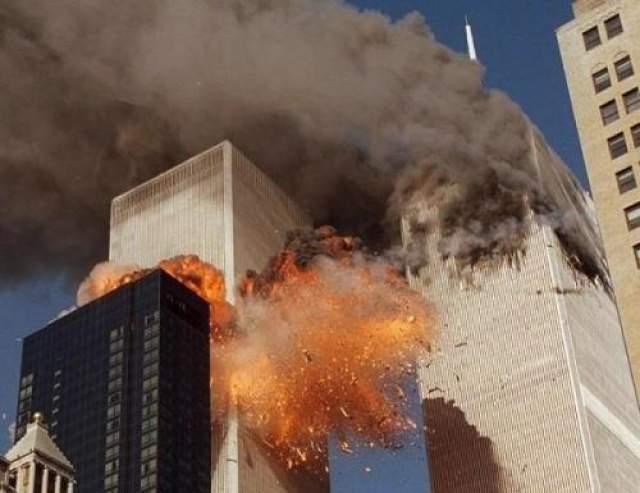 Утром 11 сентября четыре группы террористов общим количеством 19 человек захватили четыре рейсовых пассажирских авиалайнера. Каждая группа имела как минимум одного члена, прошедшего начальную летную подготовку.